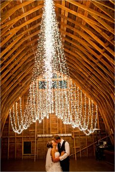 Lovely twinkle lights inspiration for your wedding day! (via Heart Love Weddings)