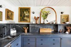 26 Ways to Transform Your Home Into a Modern Victorian Palace All White Kitchen, Black Kitchens, New Kitchen, Home Kitchens, Kitchen Dining, Kitchen Decor, Kitchen Ideas, Stylish Kitchen, Smart Kitchen