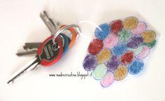 MadreCreativa: Festa della Mamma: portachiavi riciclando un flacone di detersivo!