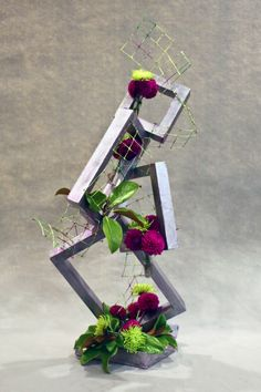Modern Flower Arrangements, Easter Table Decorations, Club Design, Construction Design, Garden Club, Flower Show, Color Of The Year, Ikebana, Creative Design