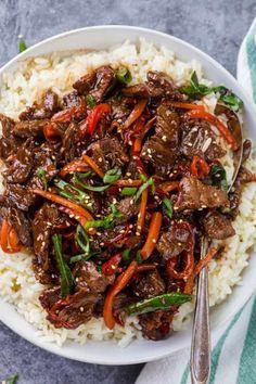 Easy Mongolian Beef, Mongolian Beef Recipes, Mongolian Barbeque Recipe, Beef Dishes, Food Dishes, Dishes Recipes, Easy Asian Recipes, Healthy Recipes, Chinese Beef Recipes