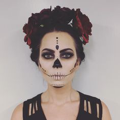 Looking for for ideas for your Halloween make-up? Browse around this site for cool Halloween makeup looks. Halloween Makeup Skull, Halloween Makeup Looks, Halloween Looks, Sugar Skull Halloween, Skeleton Makeup, Halloween Stuff, Sugar Skull Costume Diy, Candy Skull Costume, Candy Skull Makeup
