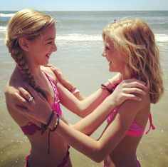 Dance Moms Girls Chloe and Paige r coming to Chicago on May 17 2013 for a meet and greet get tickets before they sell out hurry hurry hurry!!!!!!
