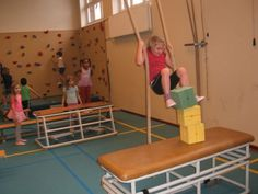 Swing across to collect the foam block between your knees! Gymnastics Training, Gymnastics Gym, Kids Gym, Kids Sports, School Bo, Preschool Gymnastics, Pe Lessons, Pe Ideas, Soccer Coaching