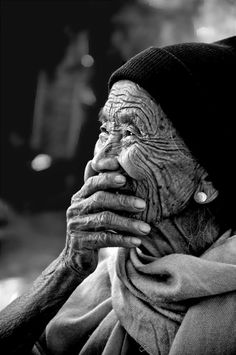 Black & White Photography Inspiration : at 100 ! by Jal Sha - People Portraits of Women - Photography Magazine Tanz Poster, Beautiful Smile, Beautiful People, Image Photography, Portrait Photography, Learn Photography, Woman Photography, Foto Portrait, Old Faces