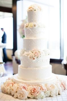 White Wedding Cake, White & Blush Flowers. Now that's what I'm talking about!