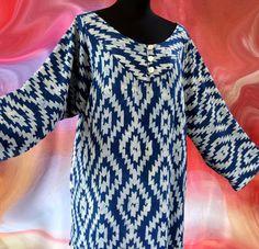 Tunique femme écrue et bleu indigo motifs ethniques avec col rond 3 boutons : Chemises, blouses par akkacreation