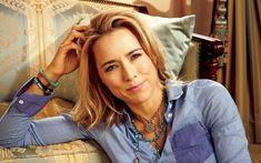 There are no Secret Service agents flanking Téa Leoni as she strides into a Manhattan restaurant, and in her jeans, white tennis shoes, and yanked-back ponytail, she's not dressed the way a secretary of state might be. But it's instantly easy to see why Leoni is so convincing playing precisely that role in the new [...]