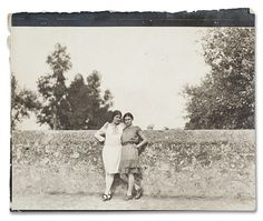 by unknown Photographer-actor-activist Tina Modotti and Frida Kahlo, c. Photograph from the Diego Rivera and Frida Kahlo Archive. Tina Modotti, Edward Weston, Louise Bourgeois, Frida Kahlo Leon Trotsky, Frida E Diego, Matt Hardy, Clemente Orozco, Intimate Photos, Mexican Artists