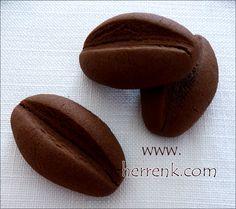 Kahve Çekirdeği Kurabiyesi-Türk kahveli,kakaolu,nişastalı,kurabiye tarifleri,çay saati tarifleri,kurabiye çeşitleri,resimli kurabiye çeşitleri,pratik kurabiye tarifleri,nefis kurabiye,tatlı kurabiye tarifleri,