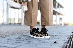 WWW.FASHIIONCARPET.COM  fashiioncarpet-nina-schwichtenberg-fashionblogger-germanfashionblogger-shearling-biker-jacket-zara-adidas-leopard-stan-smith