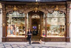 Cose da vedere a Lisbona molto segrete | via Elle Decor Italia | 20/12/2016 Indirizzi poco conosciuti e negozi storici nell'itinerario video-fotografico di una città che si conosce davvero solo vivendola a piedi #Portugal #Portogallo