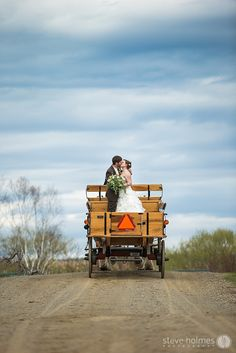 Horse drawn carriage wedding portrait – Alyson's Orchard, NH | Steve Holmes Photography
