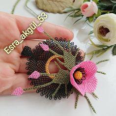 Most of the most popular bags do not meet a certain aesthetics this season. Crochet Art, Crochet Flowers, Mode Blog, Lego Minecraft, Needle Lace, Diy Schmuck, Tatting, Elsa, Crochet Earrings