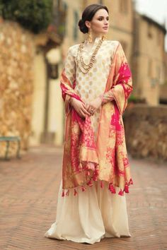 Ethnic dress for women indian culture outfit Pakistani Couture, Pakistani Bridal, Pakistani Outfits, Indian Outfits, Party Wear Indian Dresses, Indian Attire, Indian Wear, Indian Style, Look 2018