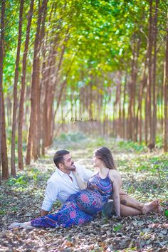Excellent Pregnancy tips are offered on our web pages. Read more and you wont be sorry you did. Baby Shower Photography, Maternity Photography Poses, Maternity Poses, Maternity Pictures, Pregnancy Photos, Pregnancy Tips, Pregnant Couple, Pregnant Mom, Baby Bump Pictures