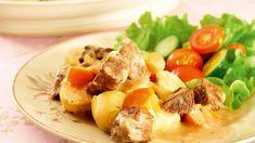 Palapaisti on klassinen liharuoka, jonka maun takaavat kärsivällinen kypsytys, tarkoin valitut mausteet ja tarjoilu salaatin ja perunan kera. Cantaloupe, Potato Salad, Potatoes, Chicken, Meat, Fruit, Ethnic Recipes, Food, Eten