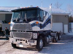 Ford CL-9000 with the Wave Stripe