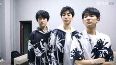 Nhóm TFBOYS up weibo  《3 trẻ nhà chúng ta đã tụ họp lại》💙❤💚🍀🍀😍😍🤗🤗👏👏👏