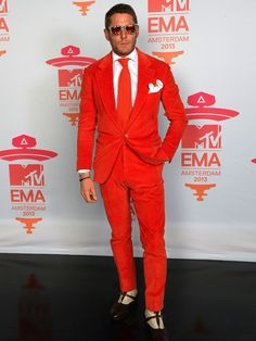 Icon of Style: Lapo Elkann. Grandson of Gianni Agnelli, Lapo is an italian manager and entrepreneur. Here his biography and his unique style. Only Fashion, Love Fashion, Mens Fashion, Lapo Elkann, Mens Trends, Tuxedo For Men, Sharp Dressed Man, Gentleman Style, Dapper