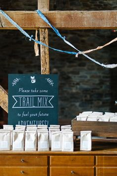 This Fox and forest themed baby shower has the cutest trail mix gift bags! BabyBump - the app for pregnancy - babybumpapp.com ---   http://tipsalud.com   -----
