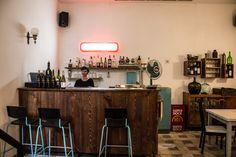No verão de 2016, o Primeiro Andar, no Ateneu Comercial de Lisboa, encerrou depois de vários anos como casade petiscos e animação cultural. A razão foi simples: o dono do edifício queriavender o prédio para o transformar num hotel. Como resposta, e sem sucesso, as responsáveis pelo Primeiro Andar, Teresa Ferreira e Liliana Escalhão, lançaram … Continued