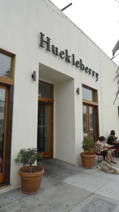 I've been meaning to check out Huckleberry Cafe for awhile, so when I went home to LA last month and my friends wanted to meet up for brunch...