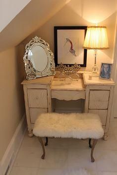 Vanity Cosy and that mirror is unique  Venetian