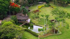 Parque da Cidade Roberto Burle Marx is area that was formerly part of the Farm Weaving Parayba, possessing architectural masterpieces signed by Architect Rino Levi (residence Olivo Gomes, the plant milk shed and gulls) and landscape treatment of Roberto Burle Marx, forming one of the most important works of modern Brazilian architecture, giving the Park City international recognition. Address: Av. Olívio Gomes, 100 São José dos Campos 12211-420‎