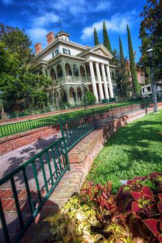 The Haunted Mansion, Disneyland, Anaheim, CA I never got the chance to go there when I was in disneyland  >.