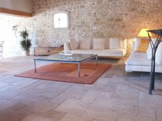 French Limestone Floor Tiles - Antiqued Chanceaux from Burgundy Decor, Photo Decor, Classic Interior Design, Limestone Flooring, Transitional Living Rooms, Home And Living, Trendy Kitchen Backsplash, Interior Design, Home Decor