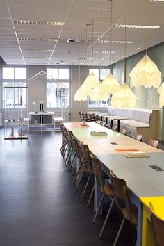 Snowpuppe Moth XL paper lampshades in the library of Groningen. A project by Wijzijnkees.nl #happylight