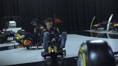 Max Verstappen en Daniel Ricciardo driften door Red Bull-fabriek - https://www.topgear.nl/autonieuws/max-verstappen-en-daniel-ricciardo-driften-door-red-bull-fabriek/