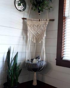 Macrame Wall Hanging Diy, Macrame Art, Macrame Projects, Macrame Dress, Macrame Mirror, Macrame Curtain, Diy Projects, Cat House Diy, Cat Hammock