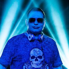 Music: Watch Scott Storch powerfully perform his signature hits on the piano