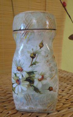Crafts With Glass Jars, Mason Jar Crafts, Mason Jars, Wine Bottle Art, Wine Bottle Crafts, Coffee Jar Crafts, Painted Glass Vases, Painted Bottles, Decoupage Jars
