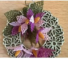 This Pin was discovered by iğn Point Lace, Tatting, Diy And Crafts, Christmas Wreaths, Holiday Decor, Necklaces, Rage, Bobbin Lace, Needle Tatting