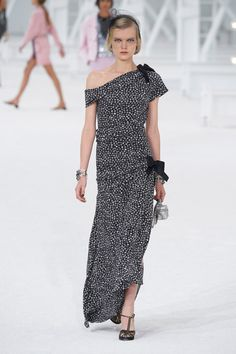 Chanel Spring 2021 Ready-to-Wear Collection - Vogue Fashion Week Paris, Runway Fashion, Fashion News, Spring Fashion, High Fashion, Fashion Beauty, Fashion Trends, Chanel Spring, Christian Dior