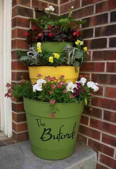 Front porch planters. I'd like to try this one !!