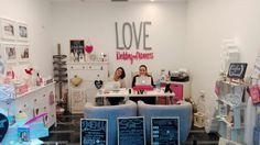 ¡Hoooola Lovers!  Así nos han pillado, hace nada, en la #ofitiendaLOVE y es que, cuando queremos, nos ponemos de un formalito que pa qué...  😂  +info: hola@lovebodasyeventos.com  LOVE  #weddingplanner #bodasbonitas #Cádizsiquiero #love #amor #wedding #destinationwedding #destinationweddingplanner #Cádiz #deco #decor #happy #feliz #eventplanner #coordinaciondebodas #bodasunicas #body #pink #chocolate #candybar #handmade #flowers #inspiration #paradores