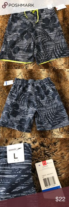 SPEEDO Men's Tropical Print Swim Trunks * New with tags* Plan now for Spring break! These Men's swim trunks feature a durable lining, one deep velcro pocket on the side of the mid thigh, elastic waist and tie string closure. The tropical print will take your imagination away to warmer days! ☀️ Speedo Swim Swim Trunks