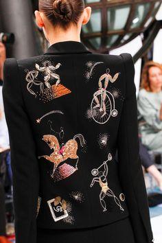 Schiaparelli Fall 2016 Couture Fashion Show : Schiaparelli Fall 2016 Couture Fashion Show Details The complete Schiaparelli Fall 2016 Couture fashion show now on Vogue Runway. Haute Couture Style, Couture Mode, Couture Details, Fashion Details, Couture Fashion, Runway Fashion, Fashion Week, Fashion Art, Love Fashion