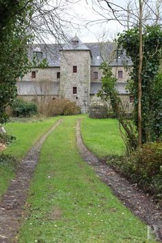 https://www.patrice-besse.co.uk/France-mansions-for-sale/brittany/cote-d-armor-brittany-19th-century-water-filled/