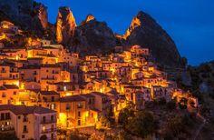 V celom Taliansku je však ukrytých hneď niekoľko malých a menej známych miest, ktoré sa v mnohom týmto veľkomestám vyrovnávajú, ba ich aj predbiehajú.