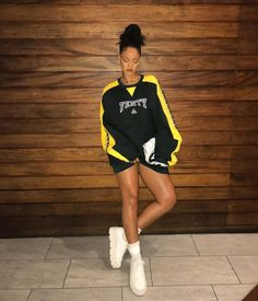style Rihanna swag - Estilo swag: 55 looks para você Estilo Rihanna, Mode Rihanna, Rihanna Fenty, Rihanna Swag, Rihanna Casual, Fashion Killa, Look Fashion, Fashion Models, Fashion Trends