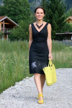 Black dress and a yellow dash of colour | Lady of Style