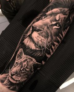 50 Eye-Catching Lion Tattoos That'll Make You Want To Get Inked - awesome black & gray lion tattoo © tattoo artist Dario Castillo ❤❤❤❤❤❤ - Lion Back Tattoo, Lion Forearm Tattoos, Lion Tattoo Sleeves, Lion Head Tattoos, Leg Sleeve Tattoo, Leo Tattoos, Tattoo Sleeve Designs, Animal Tattoos, Best Sleeve Tattoos