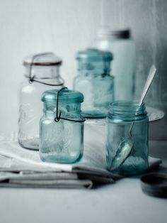 vintage kitchen accessories   Photo: Alessandro Guerani