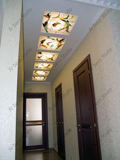 """Витражи """"Завитки"""" (2009 г.) не только украшают коридор квартиры, но и превосходно освещают пространство. Размер 0,6х0,6 м 6 шт. """"Ар Деко"""" студия художественного витража, витражи21.рф, 8-919-672-4554, (8352) 29-33-63 False Ceiling For Hall, False Ceiling Design, Stained Glass Paint, Stained Glass Patterns, Mosaic Glass, Glass Art, Roof Ceiling, Glass Design, Glass Door"""