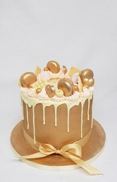 75 Birthday Cake, Golden Birthday Cakes, Brithday Cake, Beautiful Birthday Cakes, Birthday Ideas, Deco Fruit, Golden Cake, Gift Cake, Crazy Cakes